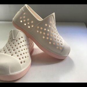 Toms Size 5 Rubber Romper Water Shoe